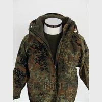 """Куртка BW, зелёный горошек, капюшон,  утеплитель,типа """"конго"""",б/у"""